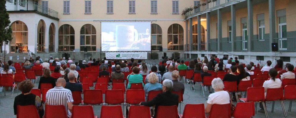 """""""Cinema sotto le stelle""""  fa colpo alla prima   In 140 al Don Bosco"""