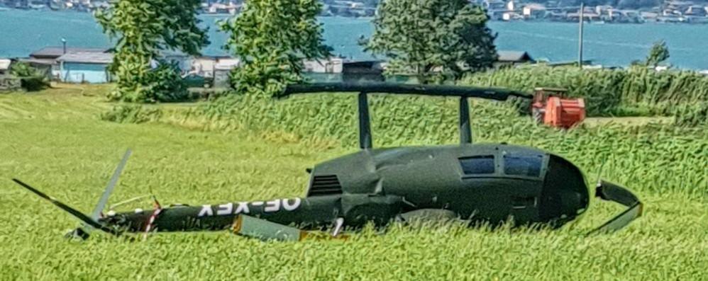 Elicottero atterra e si ribalta Paura al lido di Colico