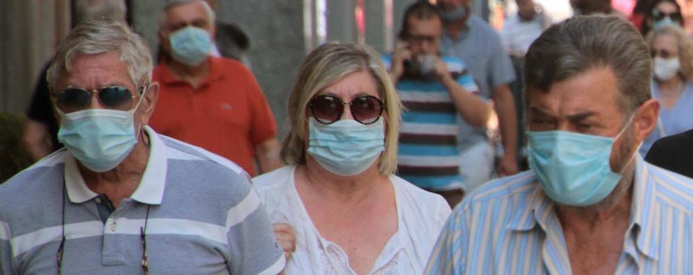 Lombardia, mascherine  all'aperto  L'obbligo potrebbe essere eliminato