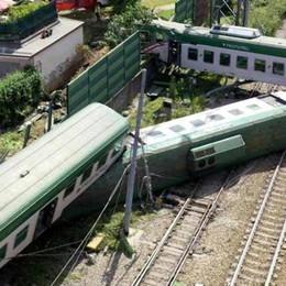 Treni, circolazione ripresa  Sospesi macchinista e capotreno