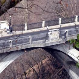 L'appello del sindaco di Cremeno  «Basta suicidi dal Ponte della Vittoria»