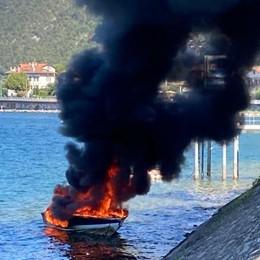 Lecco, Imbarcazione prende  fuoco  Il proprietario si getta in acqua