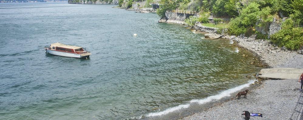 Perledo, zainetto e ciabatte in spiaggia  È giallo su un turista  scomparso