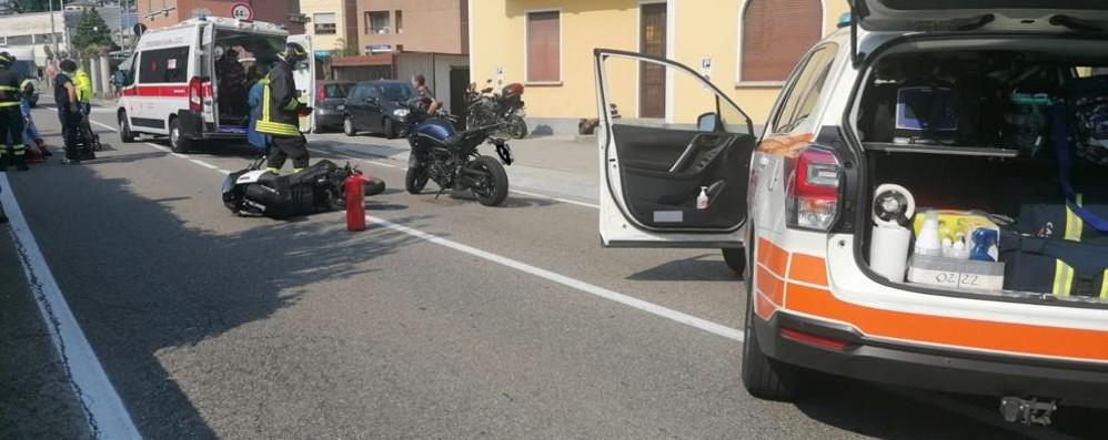 Mandello, cade con lo scooter  per evitare una motocicletta