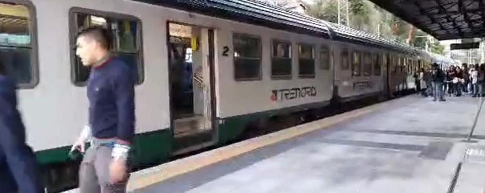 Bellano, i freni si surriscaldano  Treno in ritardo di quasi un'ora
