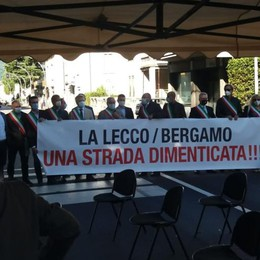 Lecco - Bergamo,     i sindaci in strada