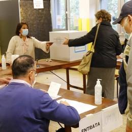L'affluenza resta alta  In tanti a votare   per il nuovo sindaco