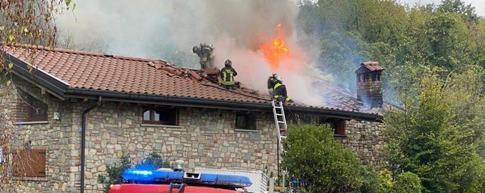Santa Maria Hoè, Incendio canna fumaria  Danni gravi  al tetto di una villa