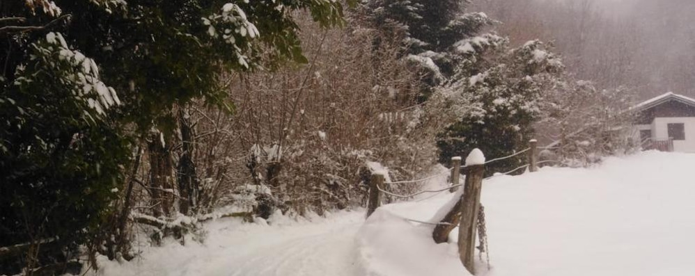 Pasturo, ghiaccio e neve, la casa è isolata  «Nessuno pulisce, è pericoloso»