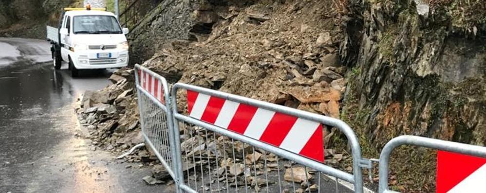 Crolla un muro a Calolziocorte  Disagi sulla strada per Erve