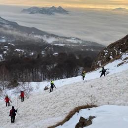 Allarme slavina in Grignetta  Ritrovato un casco sotto la neve