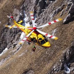 Cade per cento metri dalla Grignetta  Gravissimo un alpinista