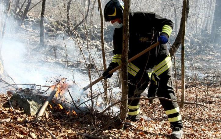Incendi tra Valsassina e lago  Bruciati 310 ettari in dieci anni