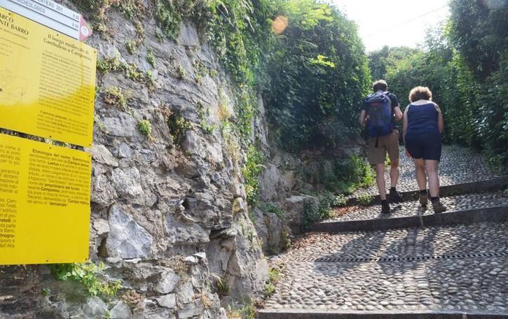 Al Monte Barro solo a piedi o in bici  Troppa folla, i divieti scattano prima