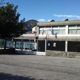 Giù la scuola di Mandello  Trasloco per 400 alunni