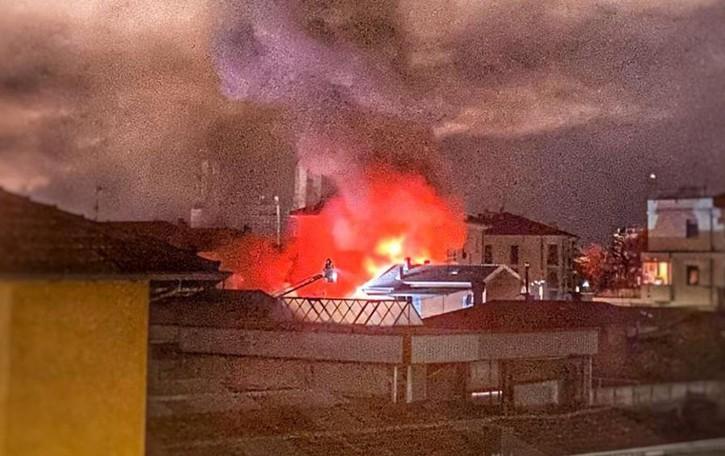 Lecco, incendio in via Baracca Gravissimo l'uomo ustionato