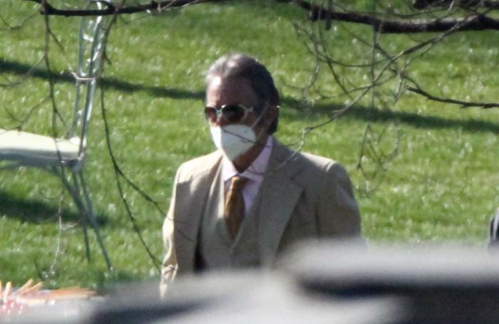 Al Pacino si gode il parco di Villa Balbiano in attesa delle riprese