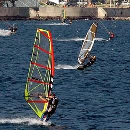 Valmadrera, altolà ai patiti del windsurf  A rischio la concessione della spiaggia