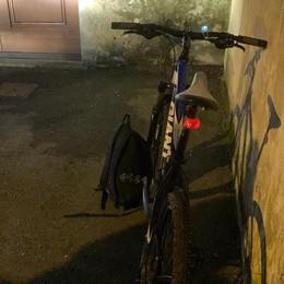 Tremezzina, giovane in bici ferito  Paura davanti a Villa Balbiano