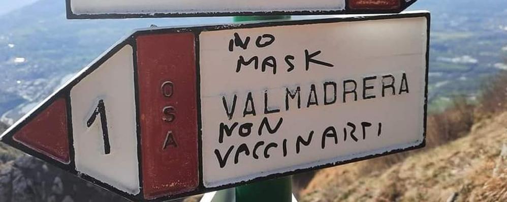 """Valmadrera, scritte """"no vax"""", denuncia  Il sindaco: «Chi ha visto parli, fatto grave»"""