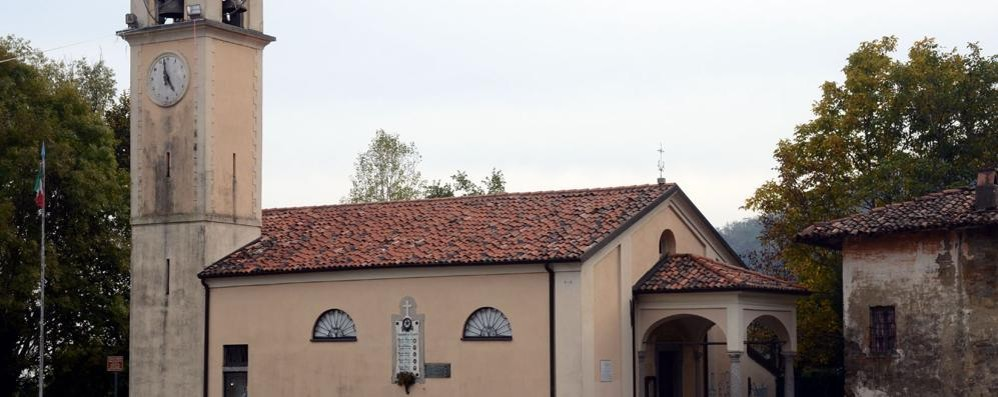 Vandali a Consonno  in chiesa e cimitero