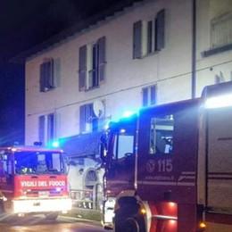 Calco, rogo in un condominio  Residente salvato dalle fiamme