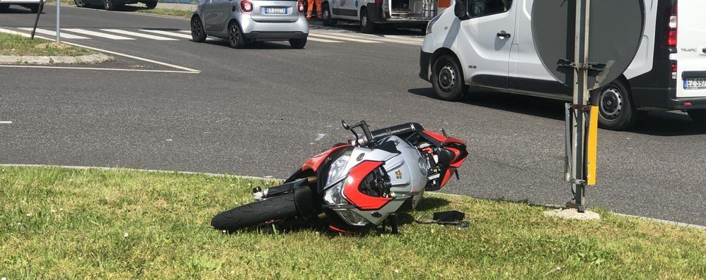Lomagna, scontro fra Citroën e Aprilia  Il motociclista muore in ospedale