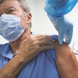 Covid, risale l'Rt a 0,85  Vaccini: 500mila al giorno