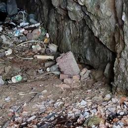 Lecco. Grotta della val Calolden   trasformata in una discarica