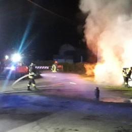 Tremezzina: in fiamme  due camper e un'auto   GUARDA IL VIDEO DEL BOATO