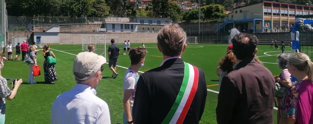 A Calolzio il campo è come nuovo  Calcio d'inizio con Tavecchio