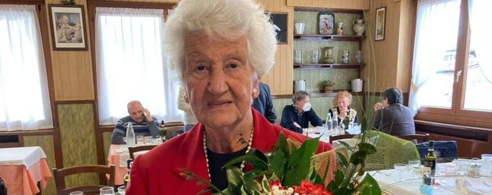 """Calolzio,  Salvini saluta la """"zia"""" Emilia  «Continueremo a lottare in tua memoria»"""