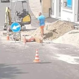 Galbiate, Via Solaro asfaltata, già si scava  Scoppia la protesta tra i residenti
