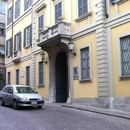 """Palazzo Agudio stupendo, ma """"antico""""  Trasloca il Consiglio di Malgrate"""