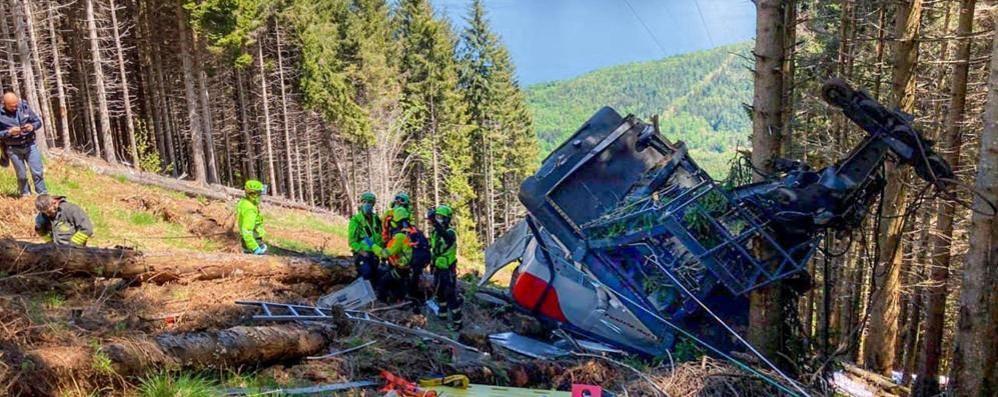 Precipita funivia in Piemonte  Quattordici morti, tra cui un bambino