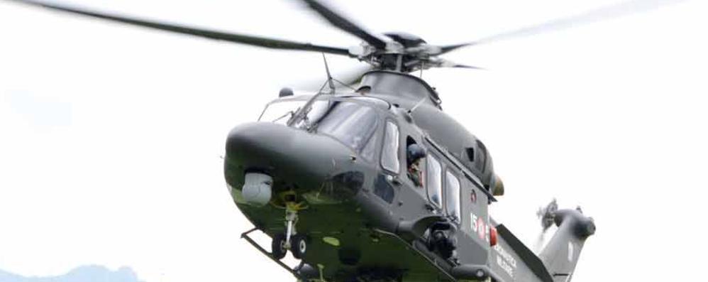 Suello, Bimbi e adulti con il naso all'insù  Volano elicotteri dell Aeronautica