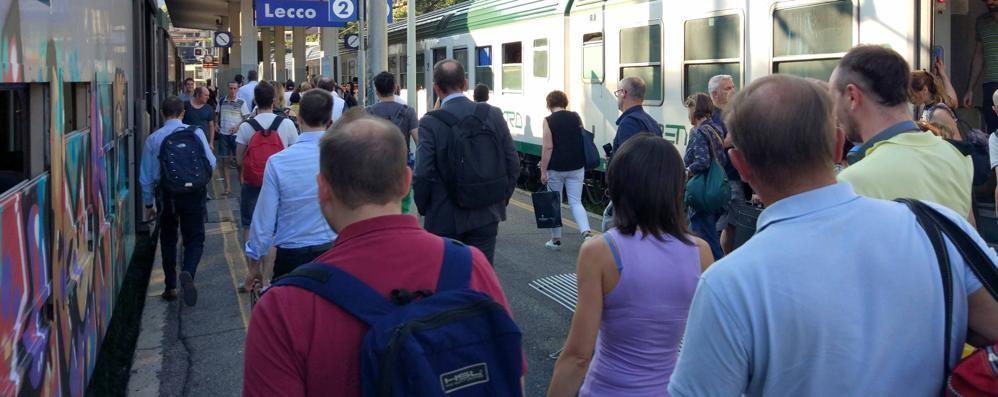 Trentamila i pendolari  sulla tratta Milano-Lecco