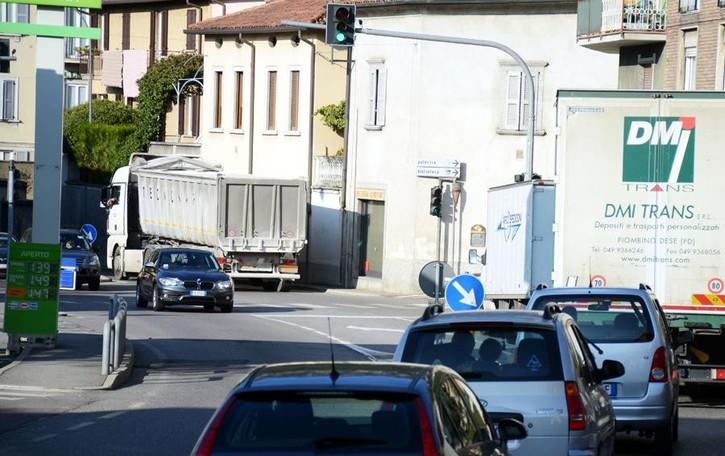Vercurago, la spiegazione del sindaco sul traffico: «Non ci sono alternative al semaforo»