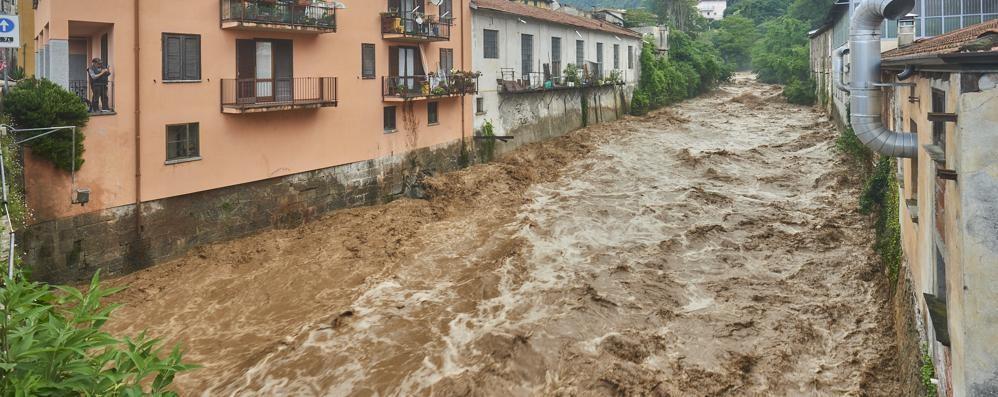 Ore 19.50, a Dervio scatta l'allarme  «La diga del Varrone rischia di esondare»