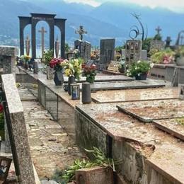 Pioggia e grandine in serata Un fulmine danneggia il cimitero