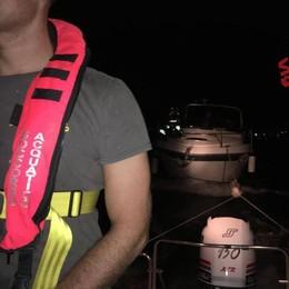 Fuoco sulla barca a Garlate  Salvati otto ragazzi