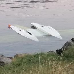 Pescate, Idrovolante affonda nel lago  Recuperati illesi due ragazzi