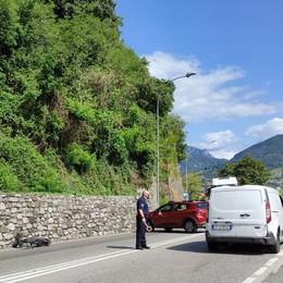 Pescate, incidente tra auto e moto  Traumi alla testa per un anziano
