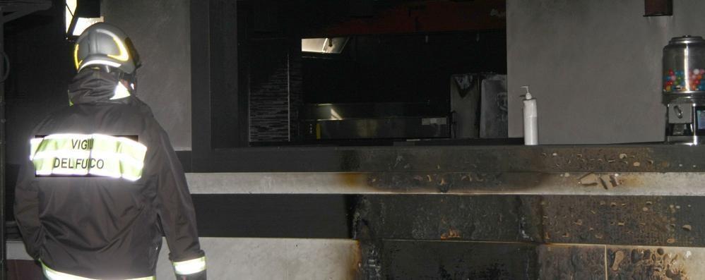 Dongo, esplosione in pizzeria   Trovate quattro taniche